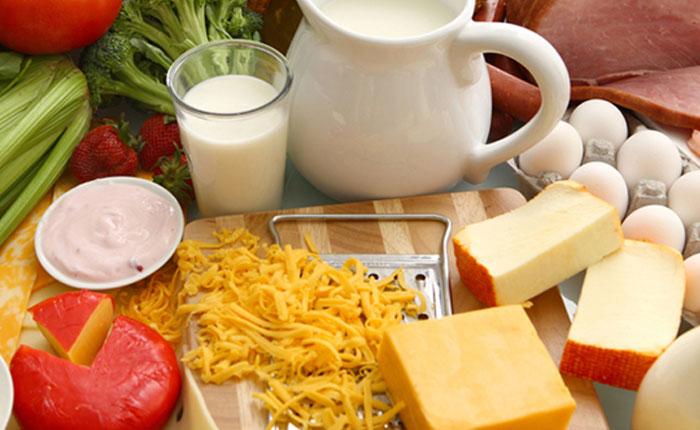 Cuatro alimentos para fortalecer tus huesos