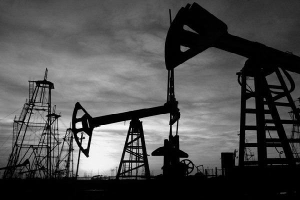 Petróleo: un viaje inconcluso por Eddie A. Ramírez