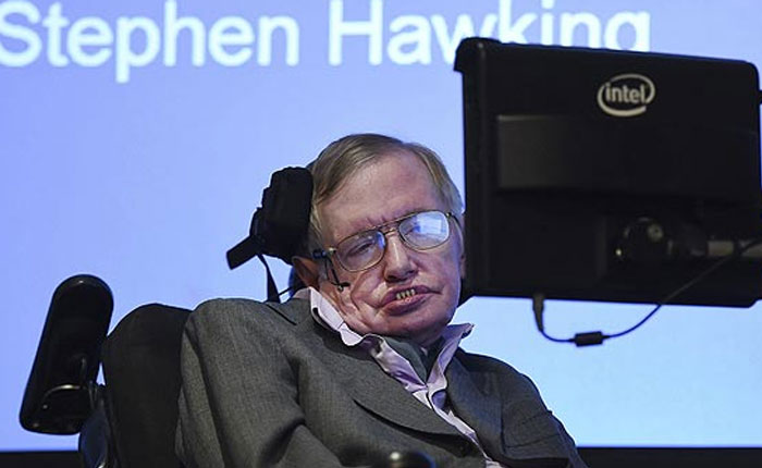Hawking advierte que inteligencia artificial podría extinguir la raza humana