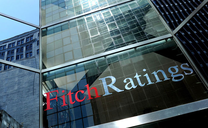Fitch bajó calificación de crédito de Venezuela por caída en precios del petróleo