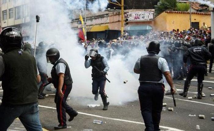 Marcha en San Cristóbal culminó con enfrentamientos