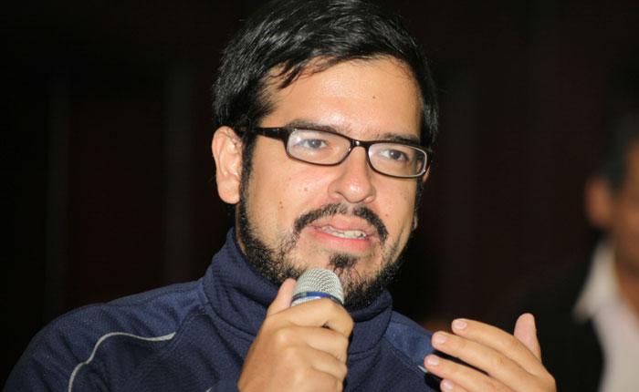 Diputado Pizarro: Persiguiendo dirigentes y callando voces no se soluciona la crisis