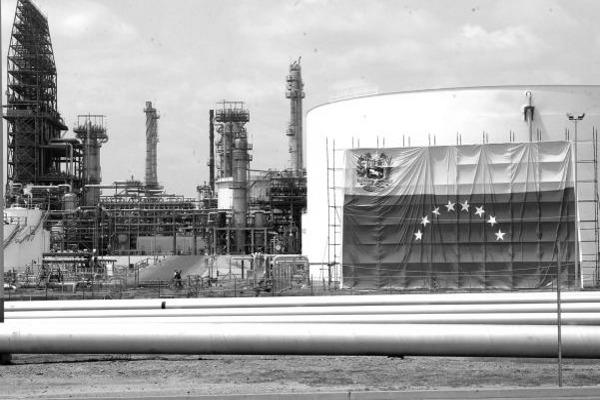 Petróleo venezolano cae $1,74 y cierra en $48,82 el barril