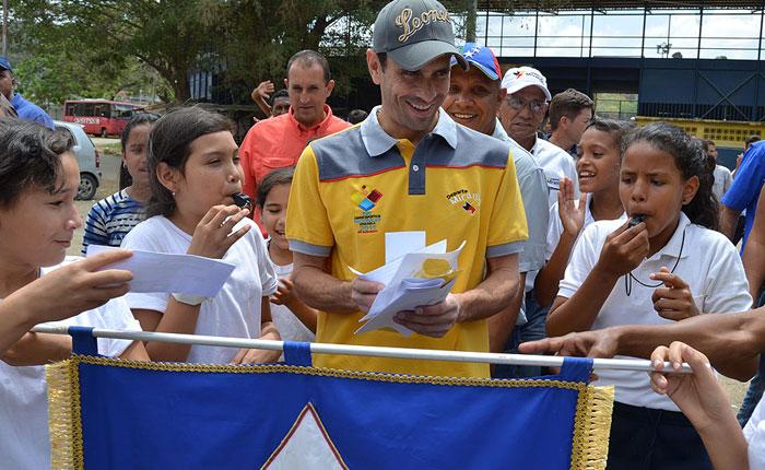 Capriles: La tarea de un gobernante es dar felicidad al pueblo, no preocupaciones