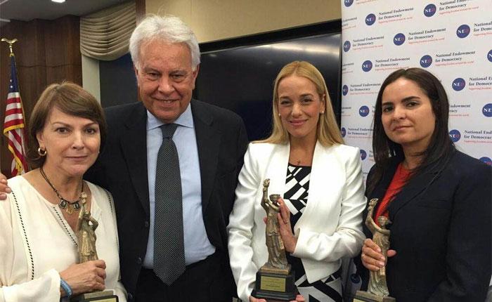Democracy Award 2015 por Tamara Sujú