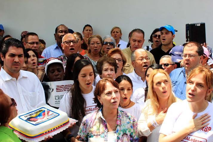 """Mitzy Capriles: """"Nunca podrán encarcelar el espíritu de lucha de Antonio Ledezma"""""""