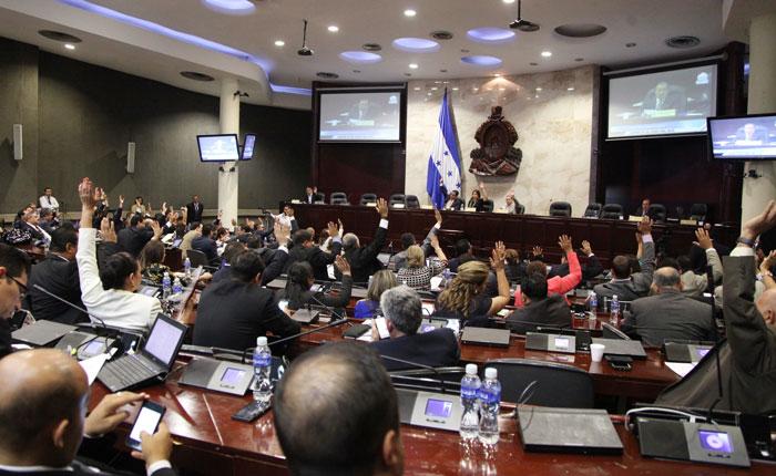 Corrupción salpica a partido gobernante de Honduras