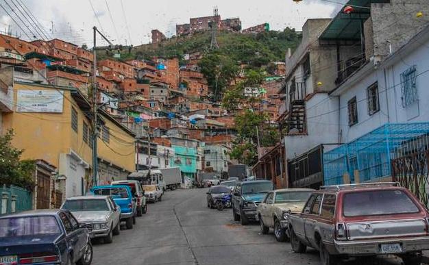 """El Cementerio se estrena como """"zona de paz"""" con 5 muertos en tiroteo de bandas"""