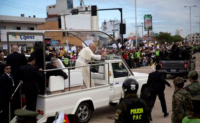 Papa Francisco llama a luchar contra lógica del consumismo