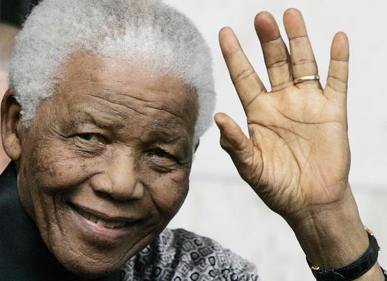 Surafricanos rinden honor a Mandela con un día de labor social