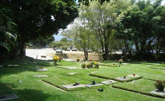 Un fallecido y 7 lesionados deja colapso de estructura en Cementerio del Este