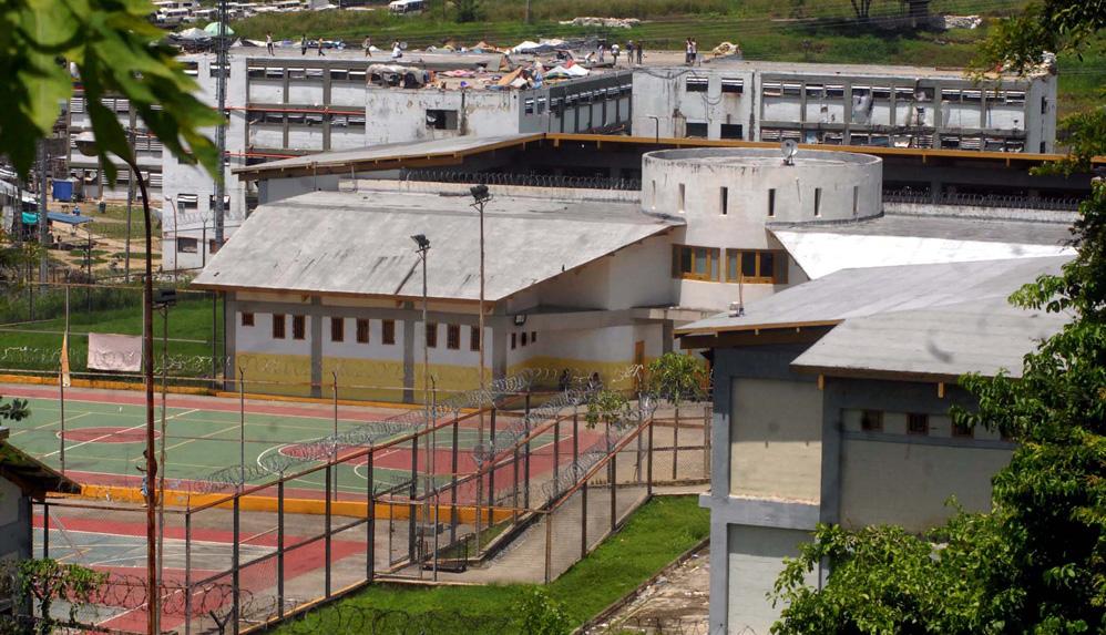 En cárceles con