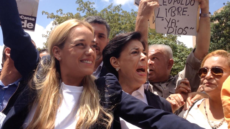 VIDEO Así fue la llegada de la familia de Leopoldo López a su última audiencia