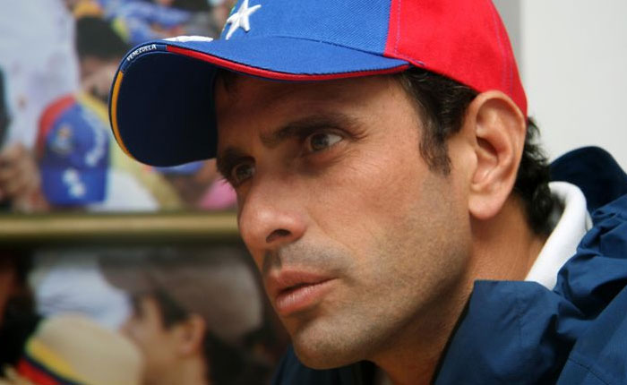 Capriles: resolución sobre no usar uniforme escolar es otra señal de querer ocultar la crisis