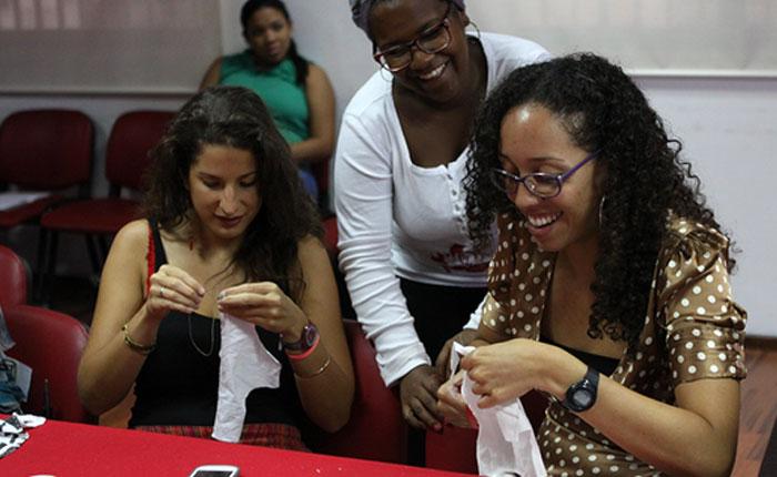 Ante escasez de toallas sanitarias, gobierno venezolano propone talleres para confeccionarlas