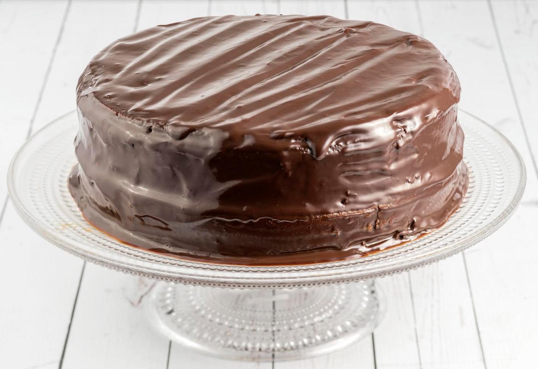 Endulzamos este viernes con una torta de chocolate y arequipe