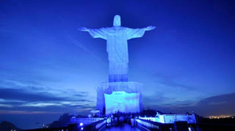 Monumento-iluminados-azul_NACIMA20151013_0093_6