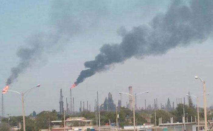 Falla eléctrica obliga a paralizar refinerías de Amuay y Cardón