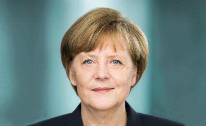 Merkel pide unidad europea para defender la libertad tras atentados de París