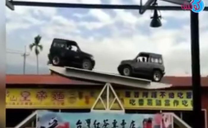 Video: Mira como estos dos carros logran el balance perfecto en las alturas