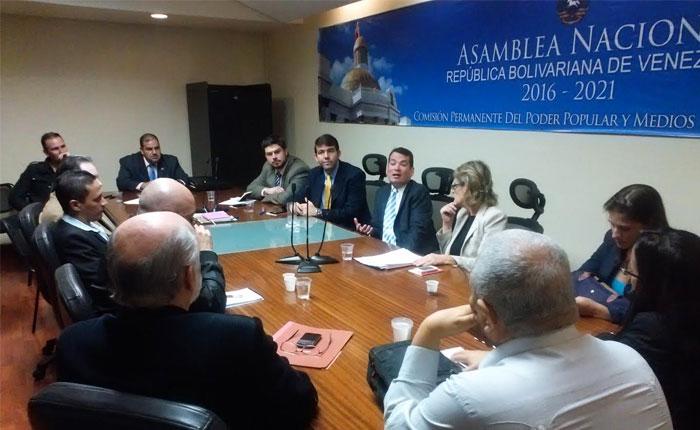 Comisión del Poder Popular y Medios de la AN recibió propuesta legislativa del CNP