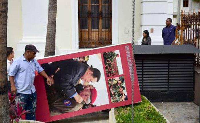 VIDEO La primera medida de Allup fue retirar los cuadros de Hugo Chávez de la AN