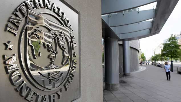 FMI: Economía venezolana caerá 35% este año con