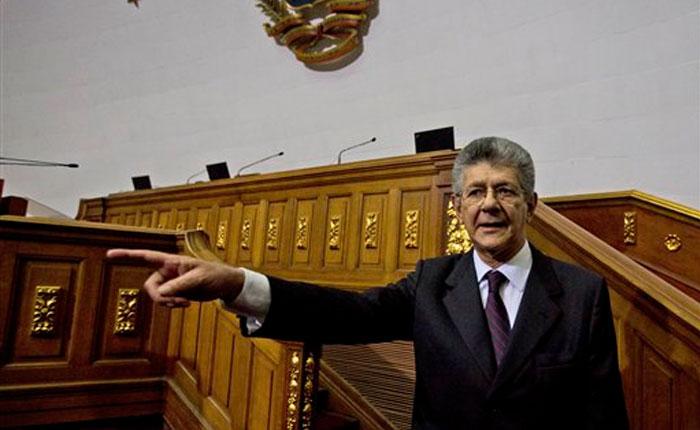 Ramos Allup: La enmienda constitucional es la mejor vía para la salida de Maduro