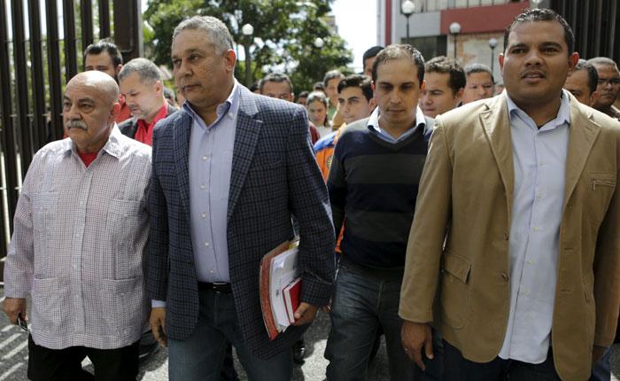 Oficialismo pide al TSJ que declare nulas las decisiones de la nueva AN