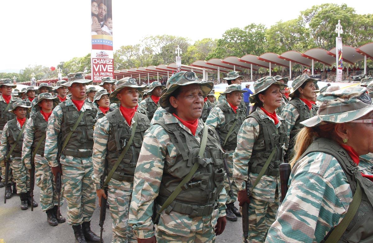 MinDefensa ordena entregar armas largas a la Milicia para defender la revolución