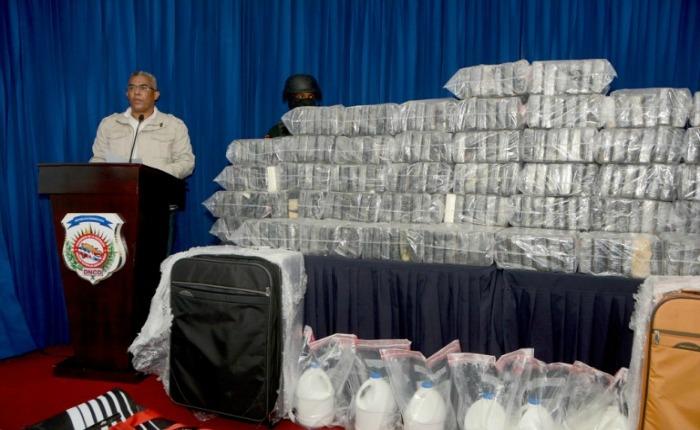 Incautan 349 paquetes de droga, aeronave y apresan a 5 venezolanos en República Dominicana