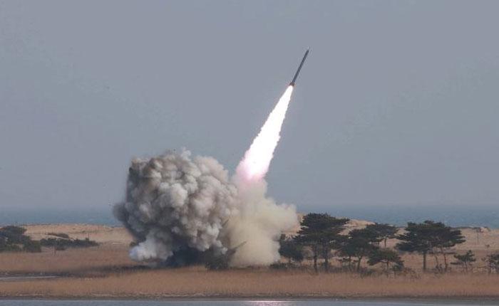 Corea del Norte mantiene la tensión con el lanzamiento de un misil