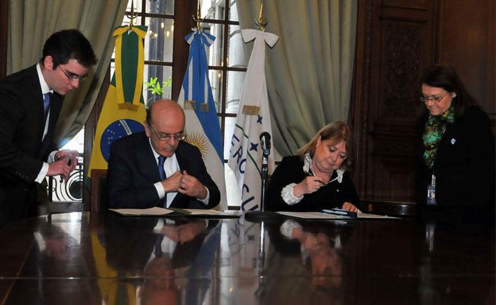 Informe Otálvora: Mercosur estudia suspender a Maduro por ruptura de orden democrático