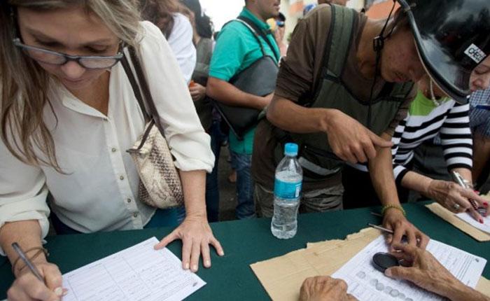 2.5 millones de firmas: un terremoto que enloqueció a Maduro y el Psuv por Damian Prat