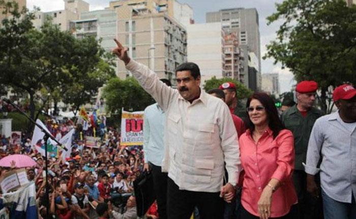 Maduro aprobó aumento de 54% para trabajadores universitarios