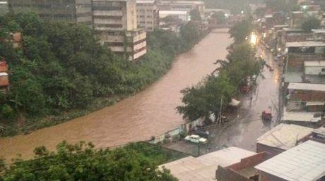 Lluvias causaron derrumbes en Palo Verde