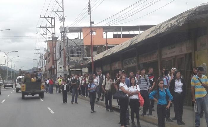 Paro de transporte y retraso en Línea 2 del Metro, colapsaron oeste de Caracas
