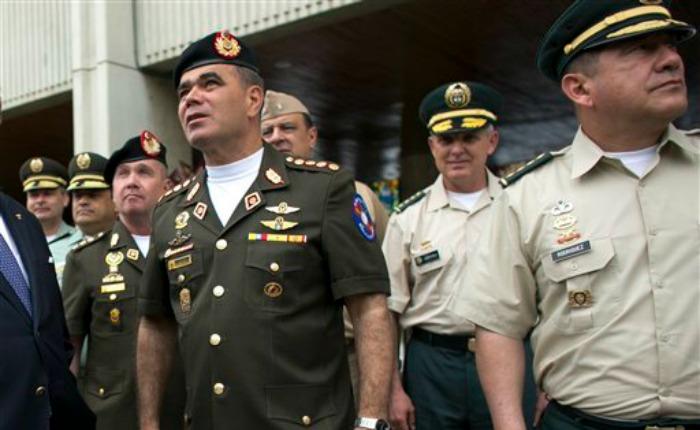 Análisis de AP: Maduro da más poder a los militares, corresponsables de la crisis económica de Venezuela