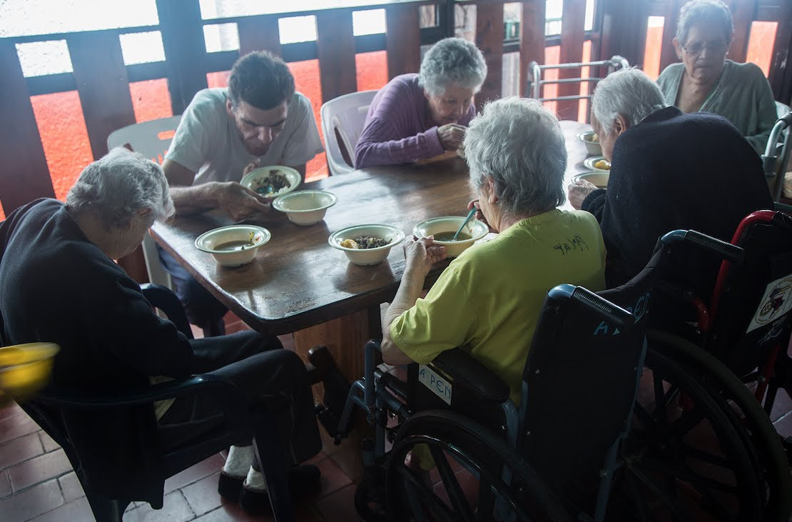 Crónicas del hambre | Los viejitos también lidian con la escasez de alimentos