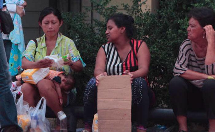 Golpean y maltratan a mujeres embarazadas en cola del Bicentenario en Maracaibo