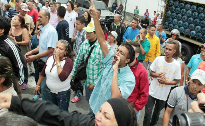 Cuatro personas fueron heridas durante movilización de la MUD en Los Teques