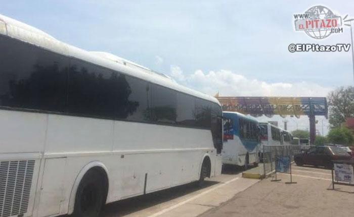GN detuvo a 7 autobuses de Primero Justicia en Puente sobre el Lago de Maracaibo