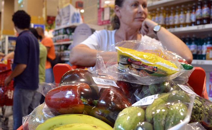 Canasta básica familiar aumentó casi Bs. 100 mil en un mes