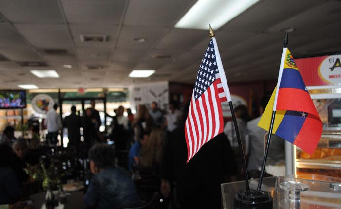 Venezolanos exiliados piden a fiscal general de EE UU que investigue a Maduro