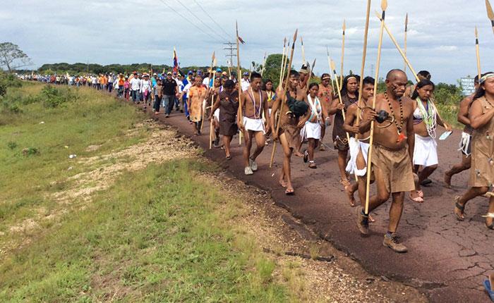 Indígenas cambian ruta a Caracas por bloqueo de la GN y el Sebin