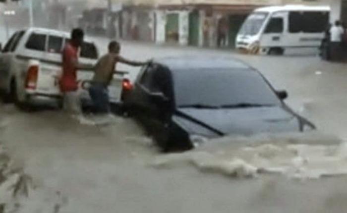 Un muerto, inundaciones y daños deja en Colombia el huracán Matthew