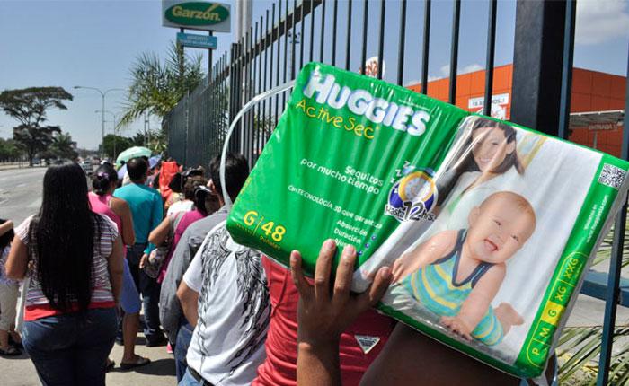 SOS Pañales: la angustiosa búsqueda de los padres con bebés en medio de la crisis de Venezuela