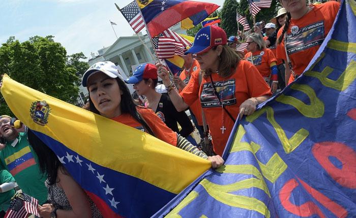Exiliados venezolanos en EE UU rechazan las condiciones del CNE para recolección del 20%