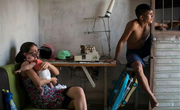 Madres de bebés con zika piden más ayuda en Brasil