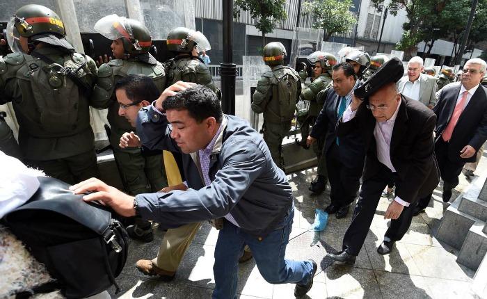 Cuando los chavistas chocaron en la Asamblea con la Guardia Nacional